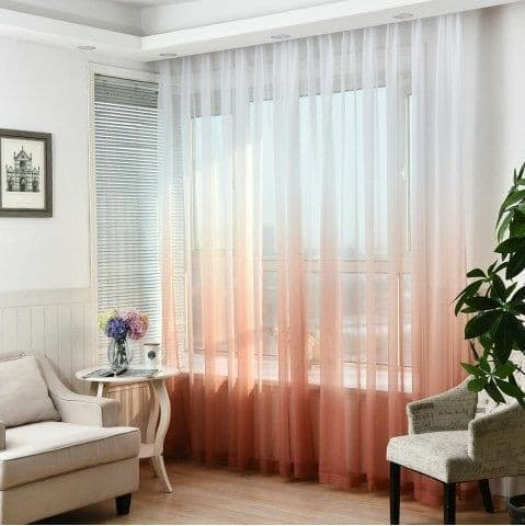 cortina colorida para a decoração da casa alugada.