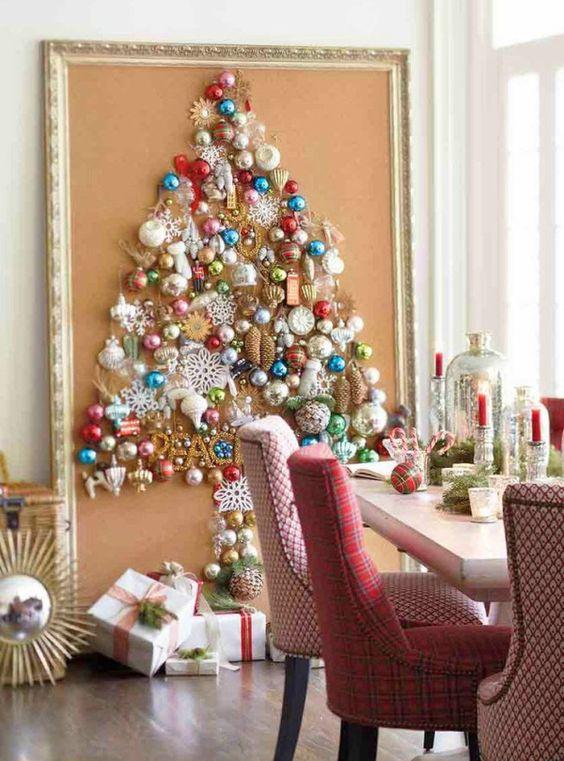 decoração de natal com árvore emoldurada.