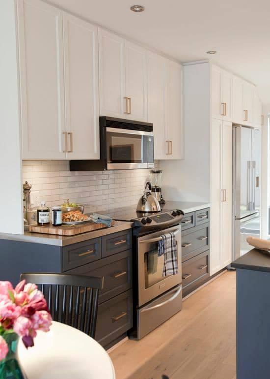 cozinha com balcões em classic blue.