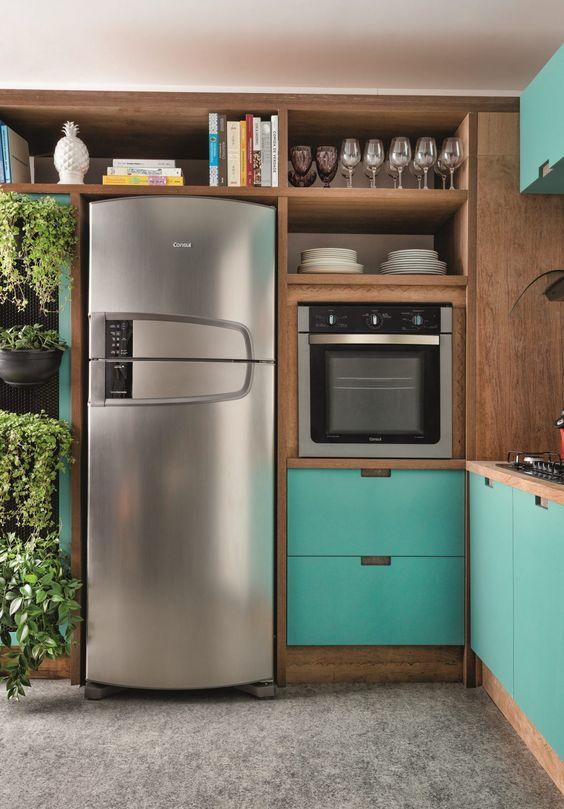 cozinha com detalhes turquesa.